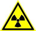 Знак W05 Опасно. Радиоактивные вещества или ионизирующее излучение (Пластик 200х200х2 мм)